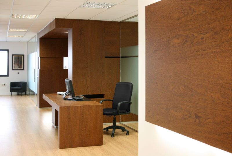 Caja mueble en madera de sucupira despacho de abogados for Caja de ingenieros oficinas