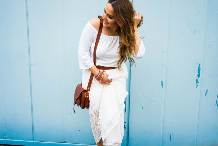 """Die Handtasche """"Romy"""" mag luftige Sommerkleidchen und Strandspaziergänge genauso gern wie Cocktaildresses und die Tanzfläche. Mit ihrer idealen Größe erweist sie sich als perfekter Freizeitbegleiter, der nicht nur schick, sondern auch praktisch ist - PC: @purelysandy - Lederhandtasche - Gusti Leder - M23"""