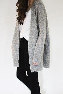 Podobny sweter kupiłam w Reserved :)