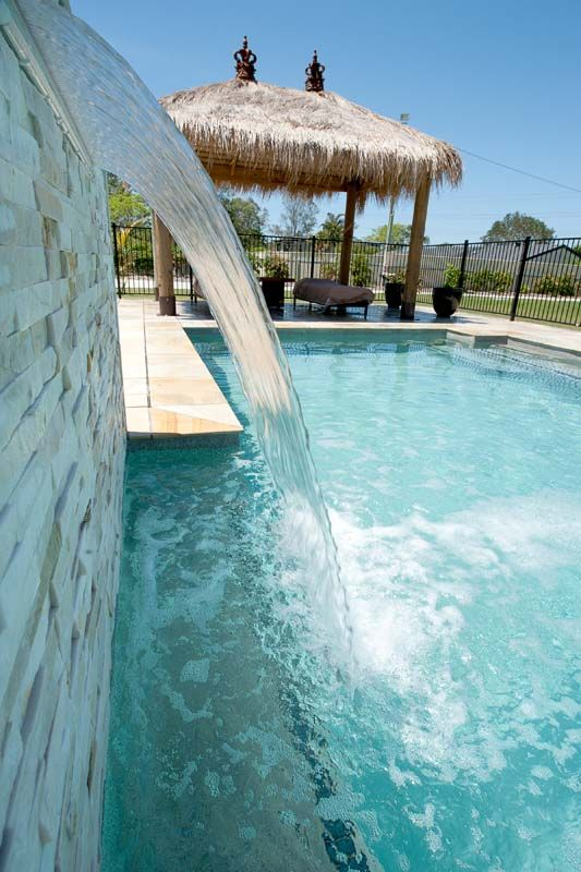 A Stoned Wall With Pool Waterfall Feature Adds That Bit Of Extra Elegance To Any Pool Pool Water Features Water Features Pool Waterfall
