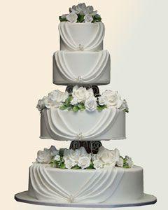 Elegant Wedding Cake With Delicate Brooch