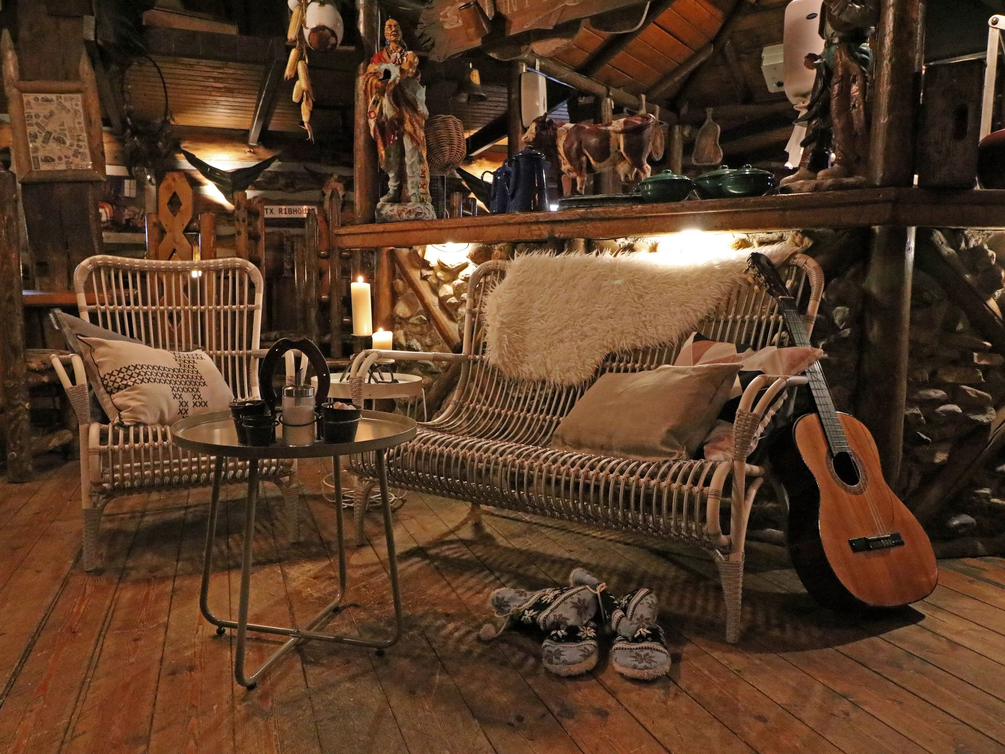 Lounge-Set aus Polyrattan in der Farbe Weiß für drinnen und draußen ...