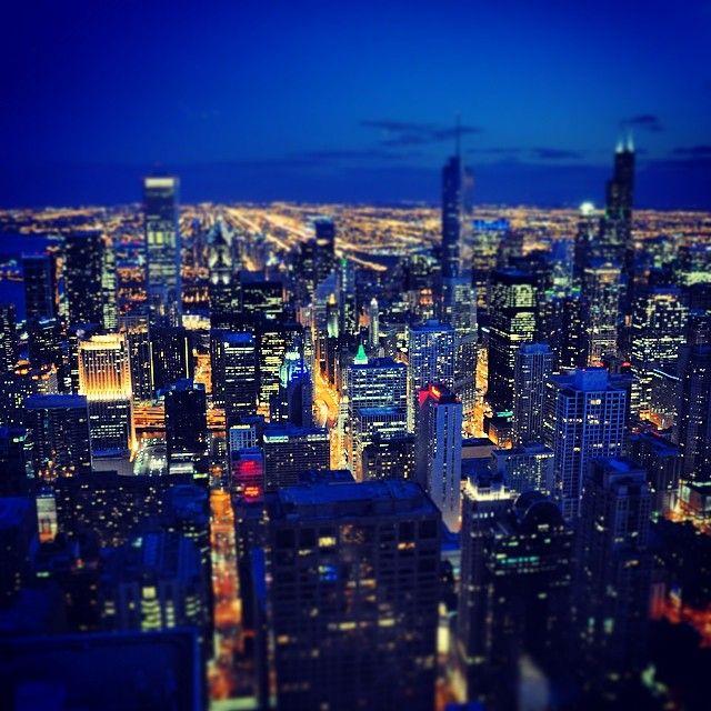 Chicago at night via @MoldyRocks #CHETours