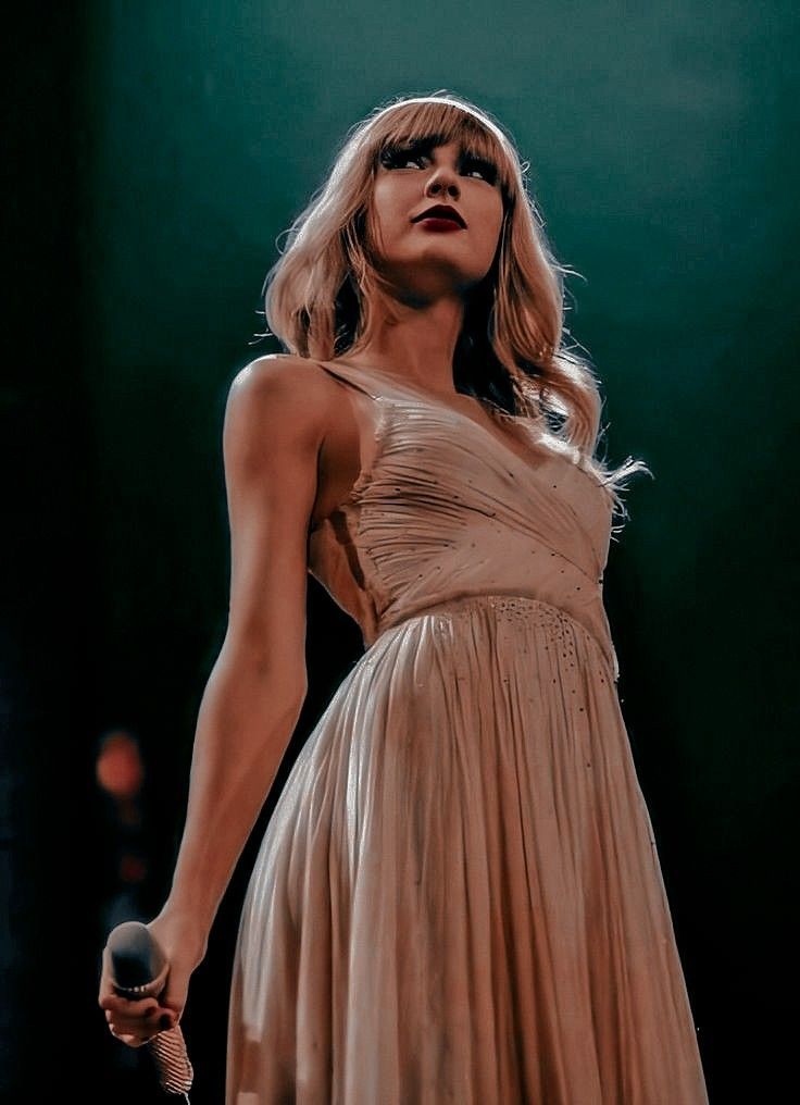 Taylor Swift RED concert in 2021 | Taylor swift concert ...