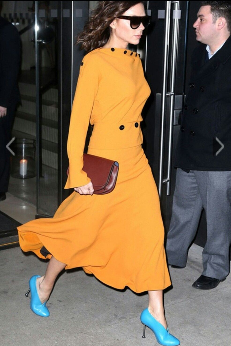 Yellow Dress With A Red Clutch And Electric Blue Shoes Victoria Beckham Outfits Victoria Beckham Style Victoria Fashion [ 1475 x 985 Pixel ]