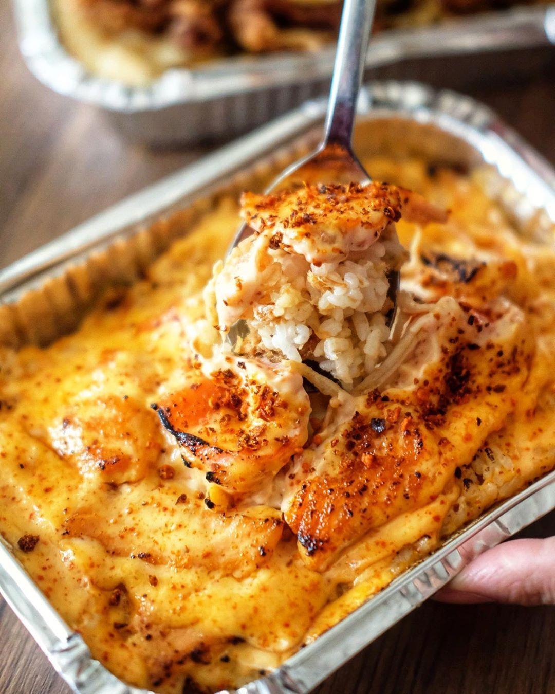 Happy Weekend Makan Siang Enaknya Makan Salmon Mentai Aja Nih Perpaduan Salmon Yang Fresh Dengan Saus Mentai Special Makan Siang Resep Salmon Ide Makanan