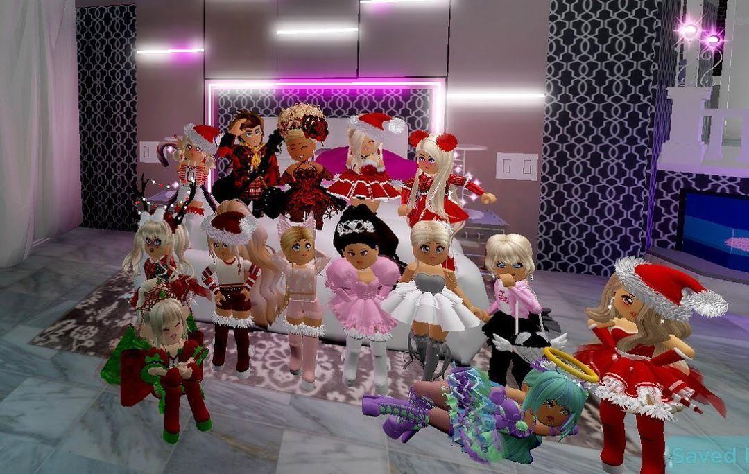 "Royale High Christmas 2020 Kayla*•.    Christmas Mode🎄 on Instagram: ""  Party at Suki's"