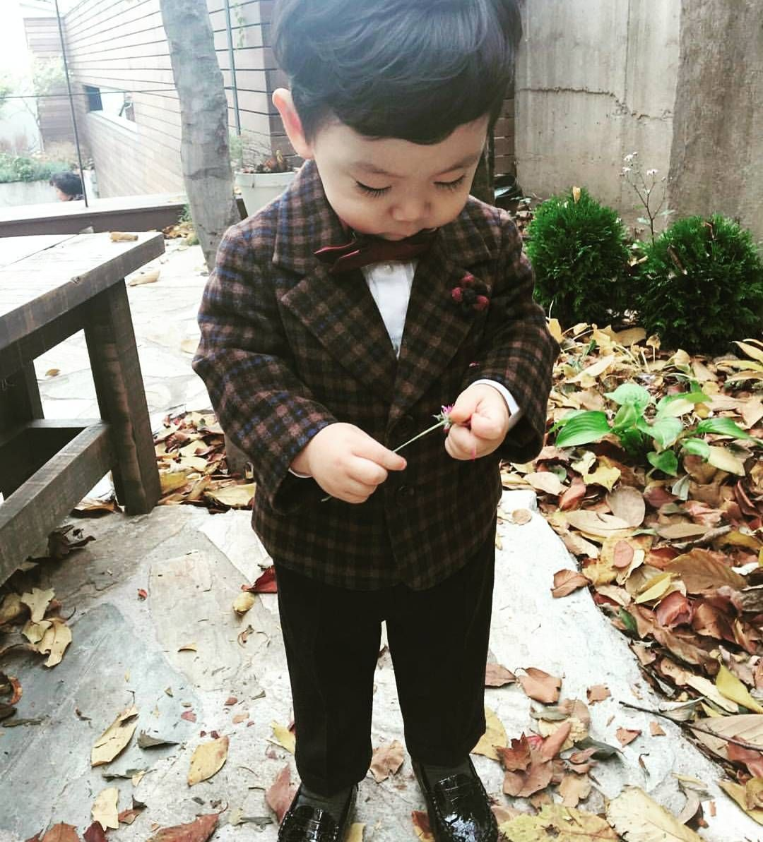 Hey little man!..double tap if you are feeling spiffy today  Photo credits: jun_bin_love