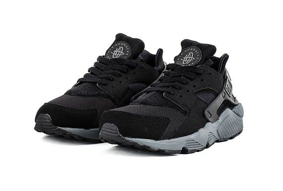 nike huarache black with white sole