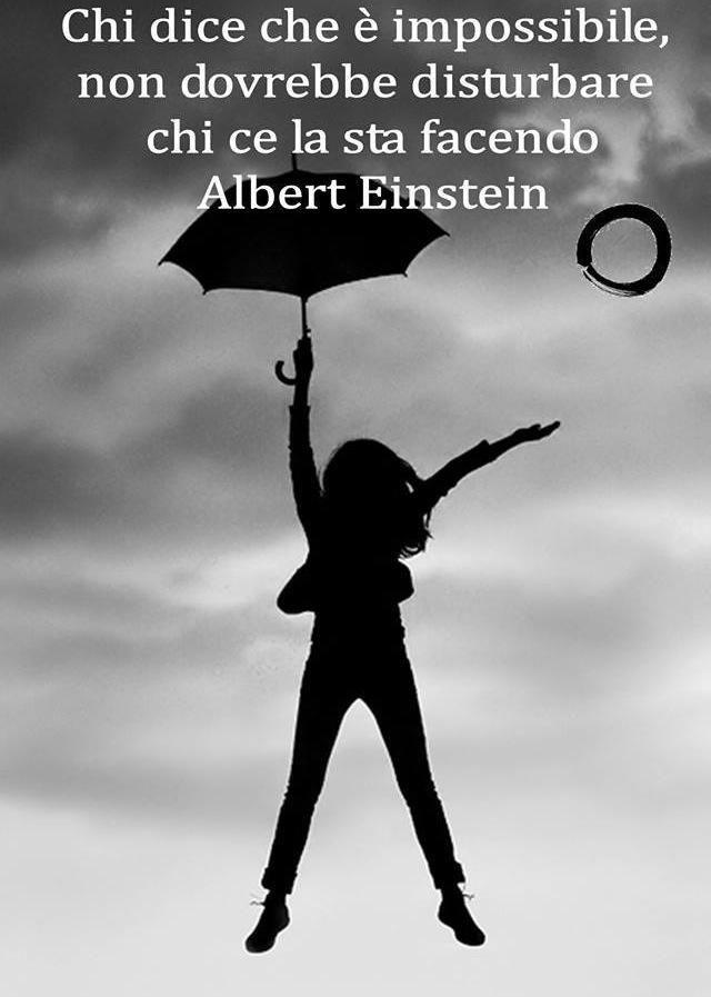 In Un Mondo Dove Ognuno Di Noi Dovrebbe Essere L Artefice Della Propria Vita Niente E Facile Ma Nulla E Impossibile Citazioni Einstein Affermazioni Positive