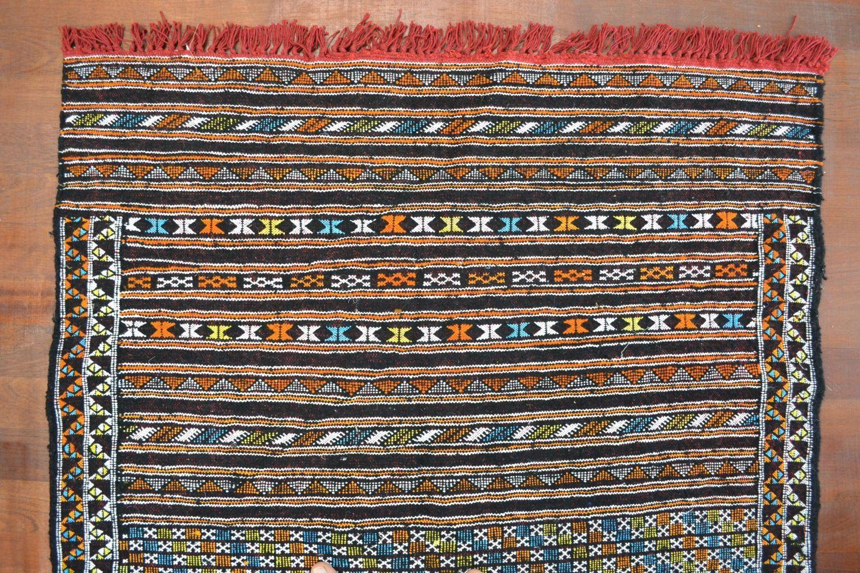 petit tapis kilim marocain berb re noir oranjade artisanat et motif berbere. Black Bedroom Furniture Sets. Home Design Ideas