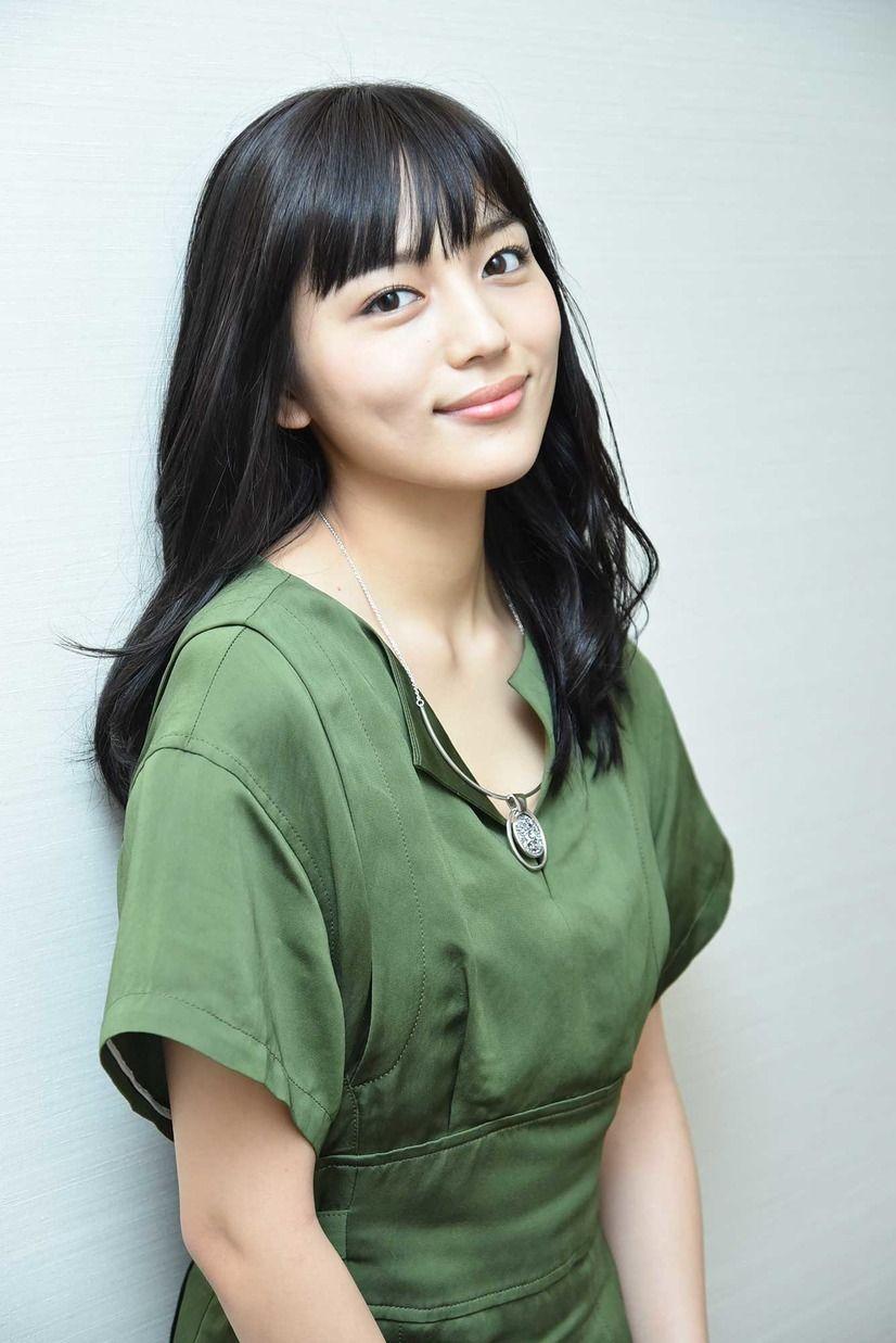 インタビュー 川口春奈 制服女子高生役は 25歳になっても 衣装や