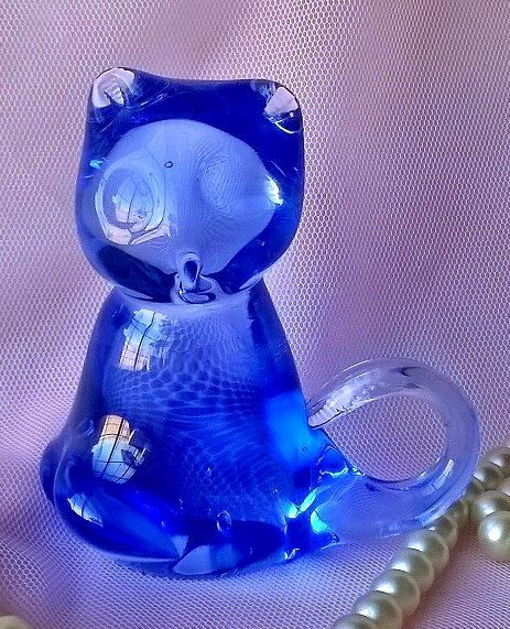 Cat Figurine, Vintage Glass Paperweight