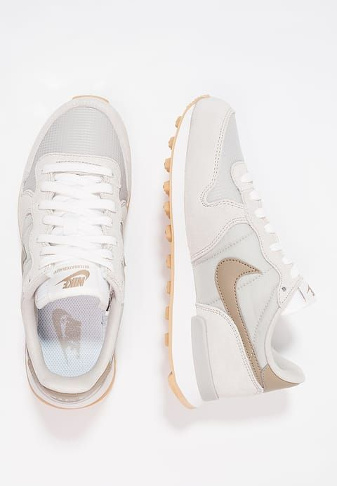 online store c4798 77e1d Chaussures Nike Sportswear INTERNATIONALIST - Baskets basses - pale grey  khaki summit white gris  90,00 € chez Zalando (au 25 03 17).