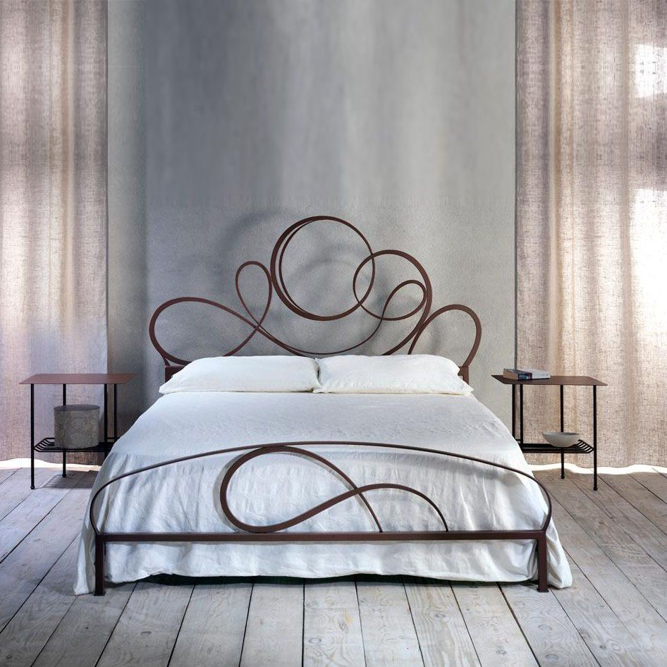 Gold Bed The Complex Design Of This Bed Makes It A Great Asset To Your Bedroom It Will Definitely Stand Out And Wi Wrought Iron Beds Iron Bed Iron Bed Frame