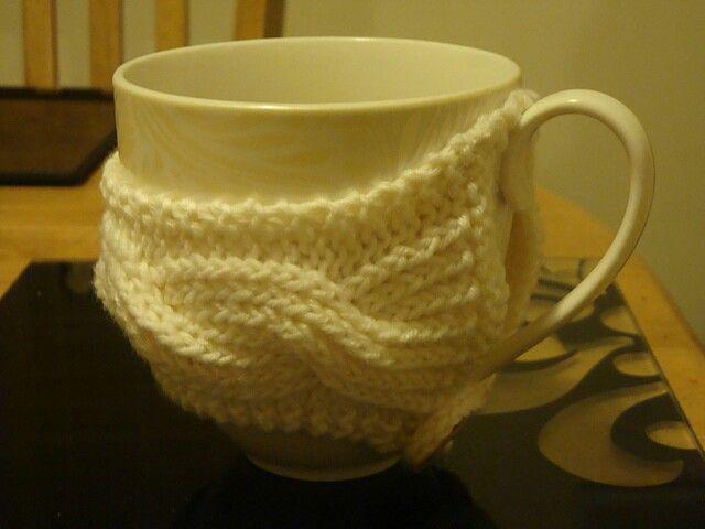 A mug needs a hug, right?! So I knitted one!