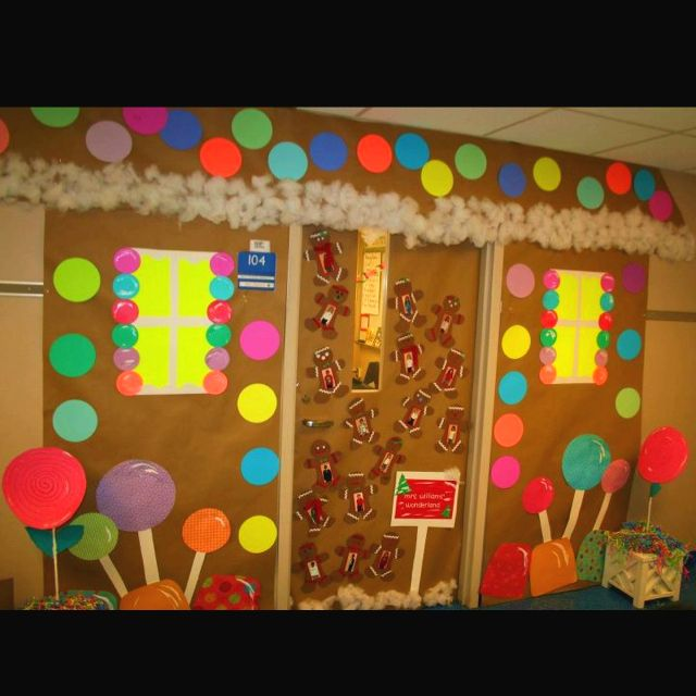 Board Decoration For Christmas: Gingerbread Door Decoration
