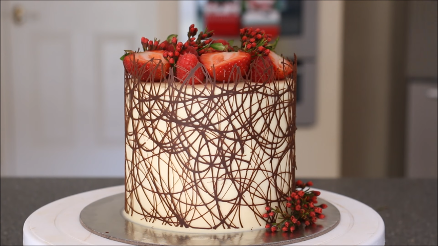 Chocolate Border Cake Do You Think It S As Easy As It