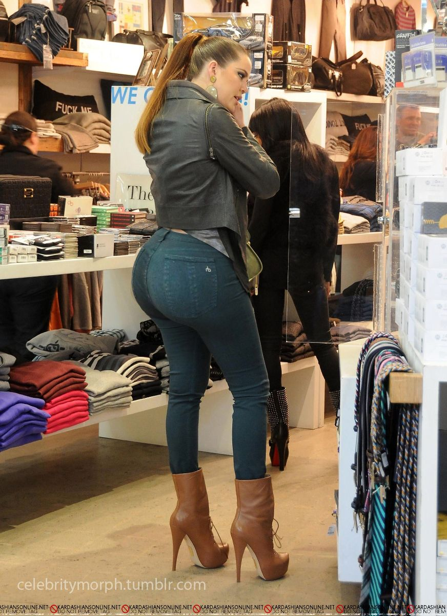 Khloe Kardashian Seen Here Shopping In La Btw Those Jeans Really