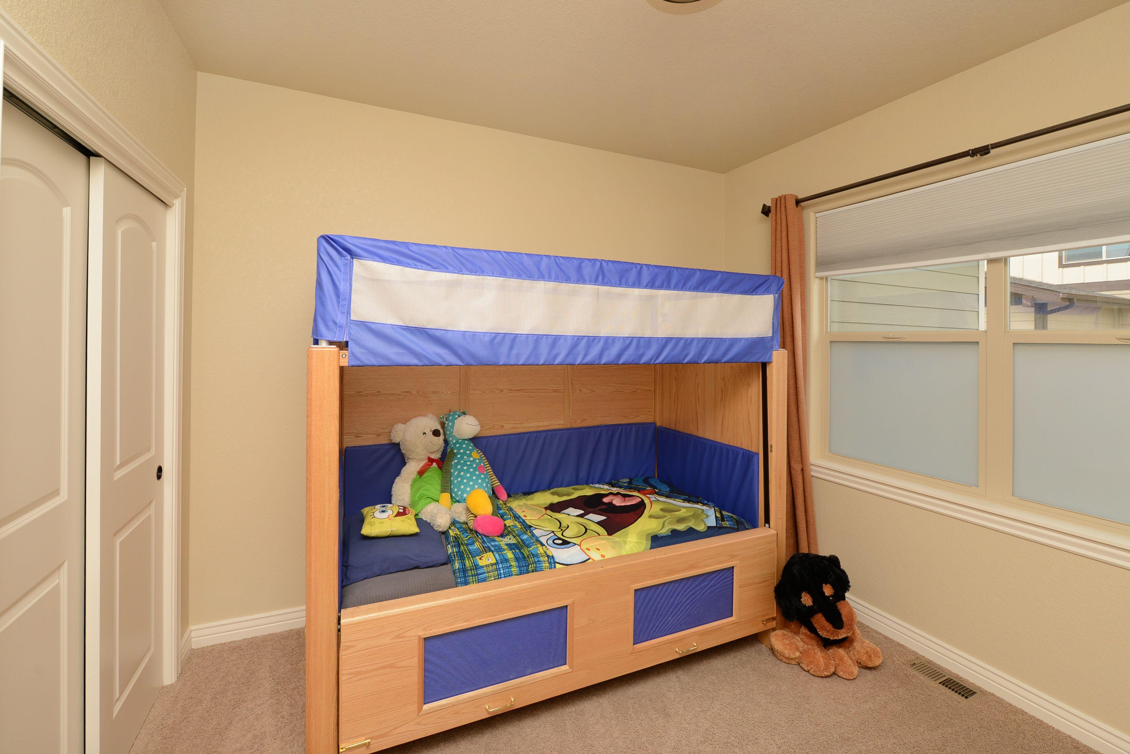 Hi Side Slumber Series bed with matching interior padding