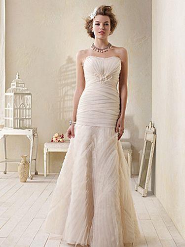 vestido de novia en color crema pastel. | matrimonio | vestidos de