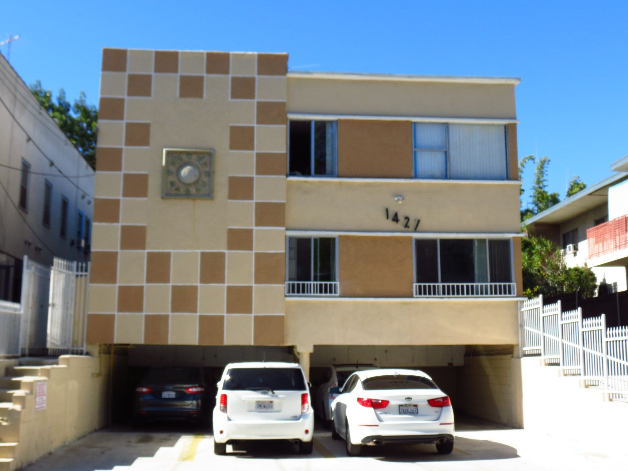 Https Flic Kr P Arhyqj Dingbat Apartment Los Angeles Ca Los Angeles Architecture American Architecture Mid Century Architecture
