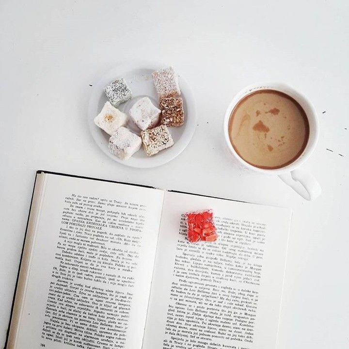 O que andam a ler? :) . Credits to @hoppipoylla . #goodmorning #goodmorningpost #morningcoffee #jutarnjakafa #coffee #kafa #coffeetime #coffeelovers #coffeelover #coffeeholic #coffeeaddict #coffeeaddicted #coffeegram #coffeegeek #coffeestagram #instacoffee #book #bookish #bookworm #igreads #bookstagram #bibliophile #bookstagrammer