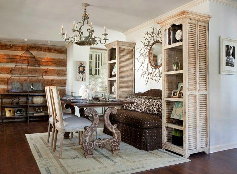 Sala da pranzo con un abbinamento di mobili moderni e ...