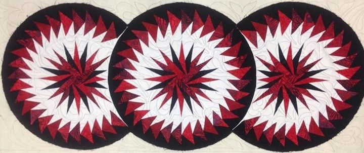 Seasonal Table Runner, Quiltworx.com, Made by Debbie Kelton, Quilted by Dyna Hall Creations