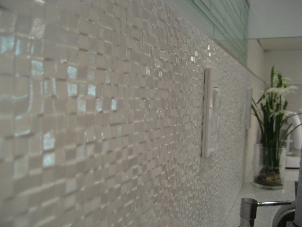 Backsplash porcelain tile porcelain and wall patterns for Porcelanosa bathroom designs