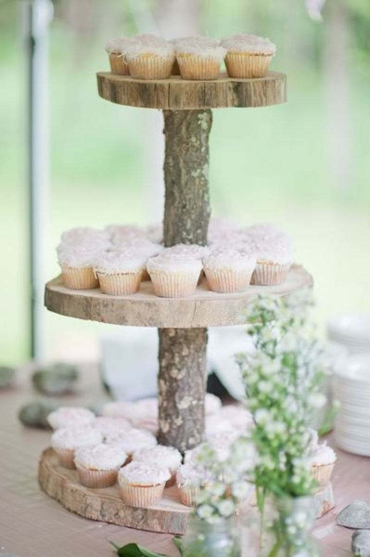 Rustic wedding cake | fabmood.com #farmwedding #rusticwedding #weddingideas #weddinginspiration #rustic