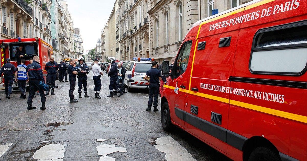 Raio atinge parque em Paris e deixa feridos