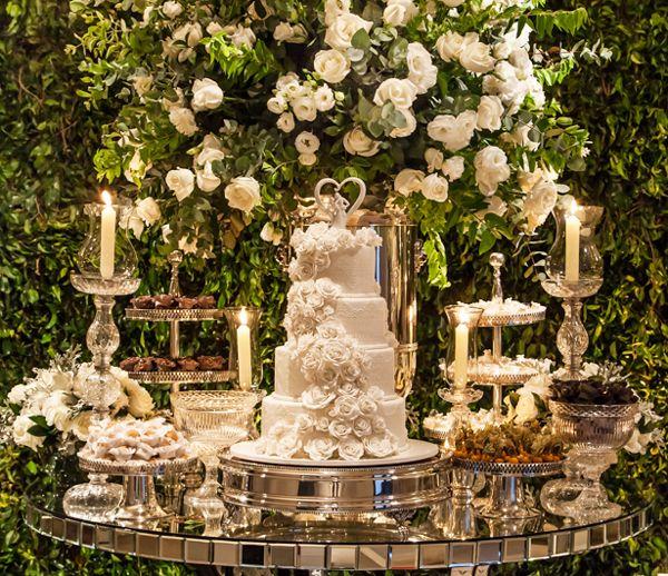 a0ae57160d Decoração de casamento clássico-contemporânea em verde e branco - Constance  Zahn