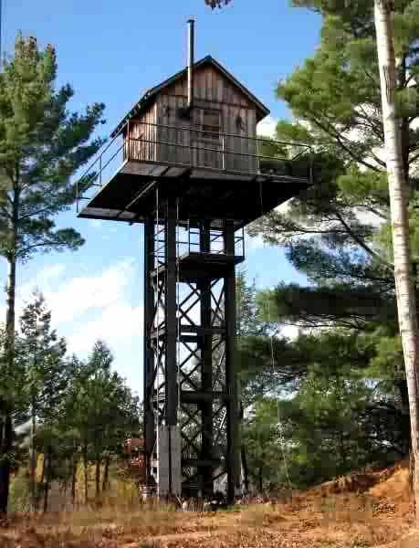 Pin By Wade And Laup On Tree Stands Deer Hunting Blinds Hunting Shack Deer Hunting Stands