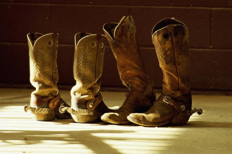 How to Stretch out the Tops of Western Boots | Boots, Stretch leather  shoes, Stretch leather boots