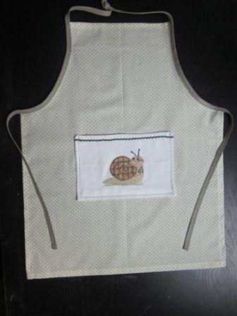 Tablier enfant 6 ans avec broderie escargot patron sur blog couture pinterest - Patron tablier cuisine enfant ...