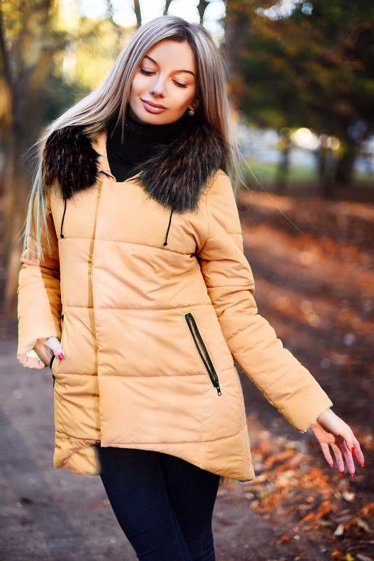 Стильная удлиненная куртка с мехом на капюшоне и накладными карманами   продажа 40fc2ad807c60