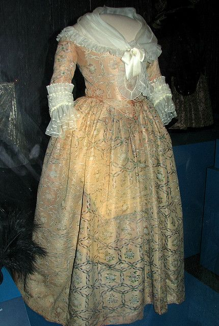 Martha Washington S Ball Gown Early 1780 S Ball Gowns