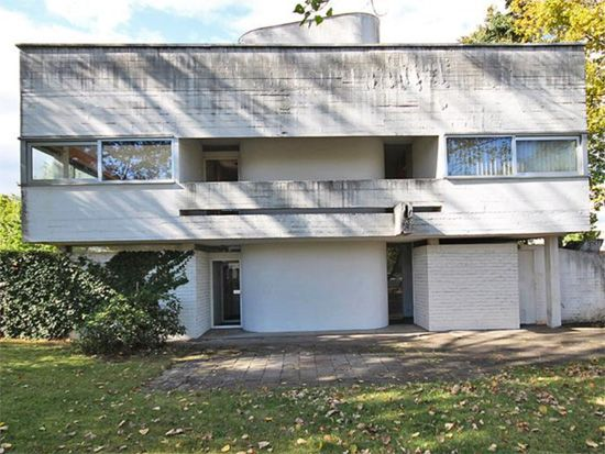 1960s modernism: Johannes Peter Holzinger-designed property in Bad Nauheim, Hesse, Germany