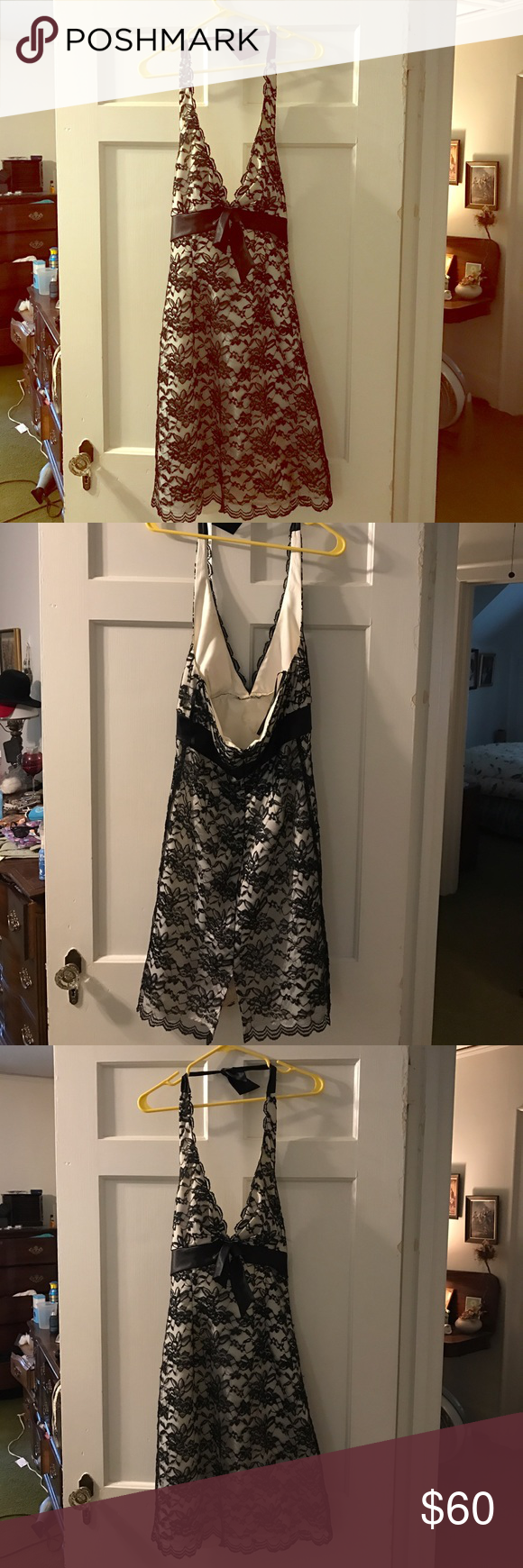 White House/Black Market cocktail dress Beautiful dress worn once to a formal circa 2006-2007. Small stain on the inside but should come out with proper dry cleaning. Priced to consider this. White House Black Market Dresses Backless
