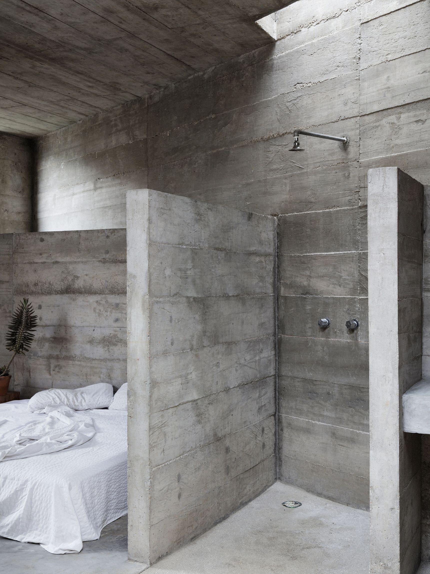 Brutalist Concrete Home Intrigues In Mexico Concrete Interiors Concrete Houses Bathrooms Remodel