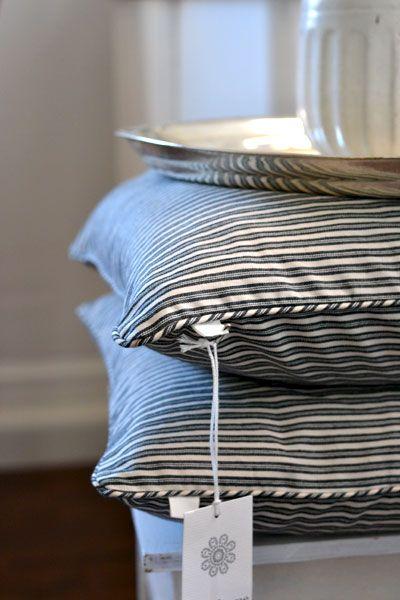 kissen in schwarz wei gestreift tinekhome marthas eastcoast inspirace. Black Bedroom Furniture Sets. Home Design Ideas