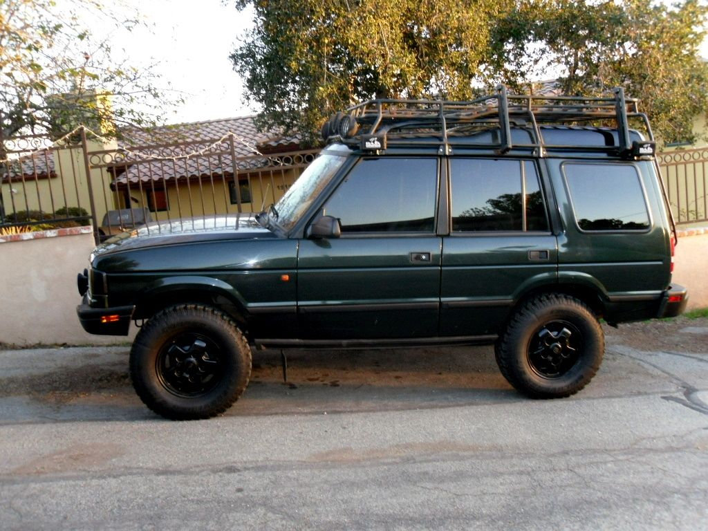 another bchguy111 1995 land rover discovery it runs and sounds great it has the old man emu suspension and 33 tires it also has aftermarket sound system  [ 1024 x 768 Pixel ]
