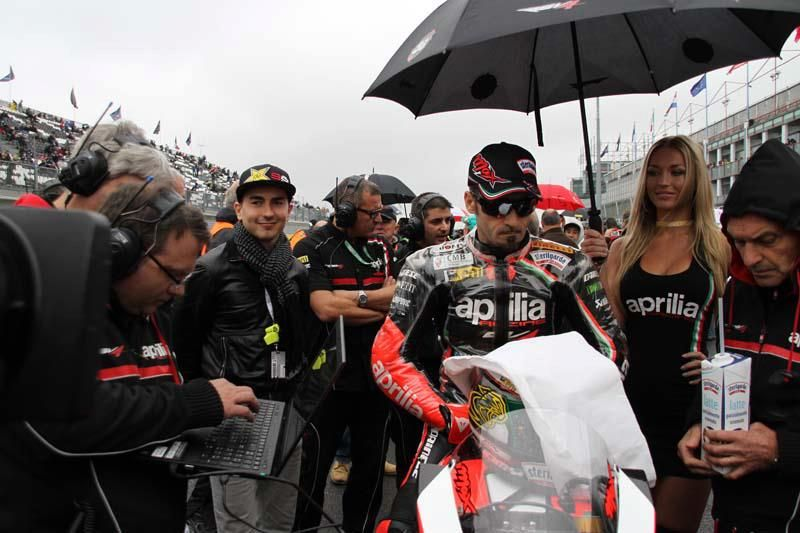 Aprilia is on top of the world! Aprilia with Max Biaggi wins the World Superbike Championship