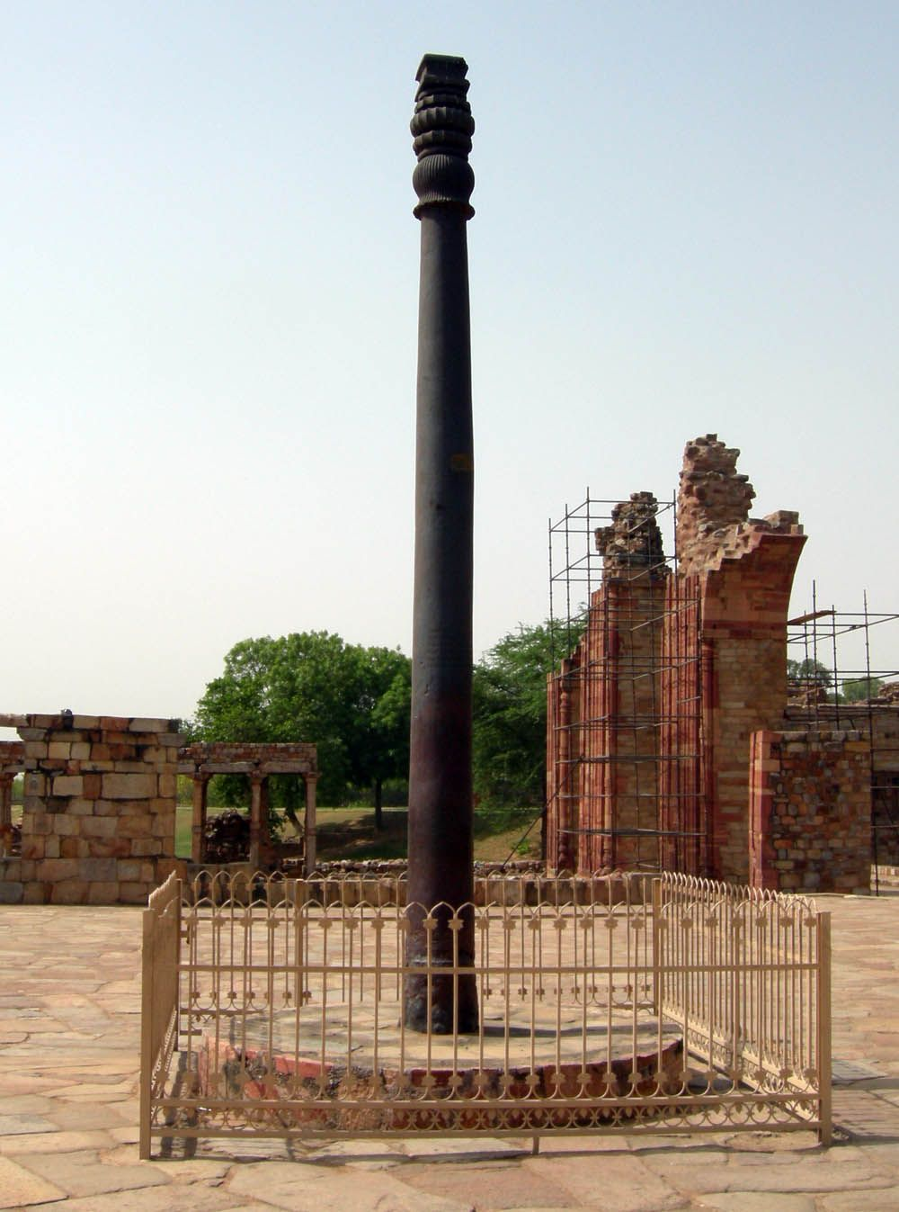 "iron pole, delhi - ""a living testimony to the skill of metallurgists of ancient India"". Skills and knowledge can go lost in time. Estimated age approximately 1600 years."