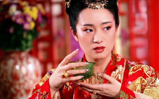 Gong Li drinking #tea. She is credited with bringing Chinese cinema to Europe in this post from Oriental Aesthetique.
