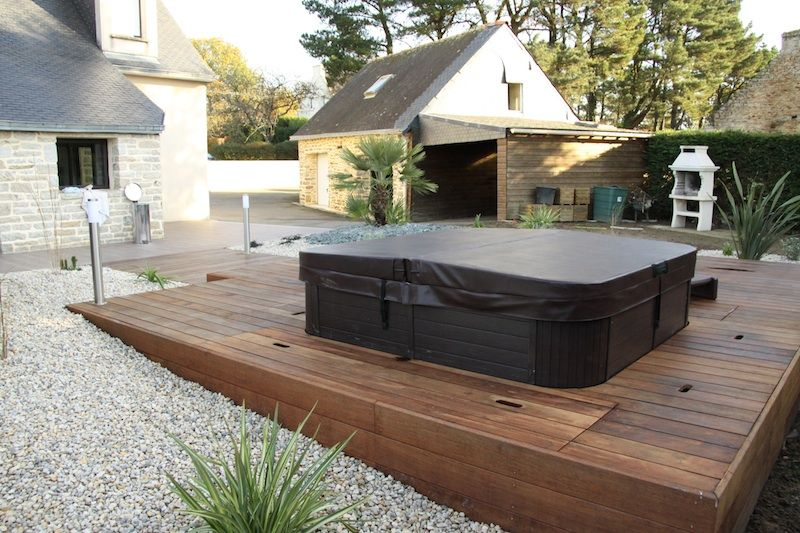 Piscine et spa terrasse bois et jacuzzi pinterest for Amenagement piscine terrasse