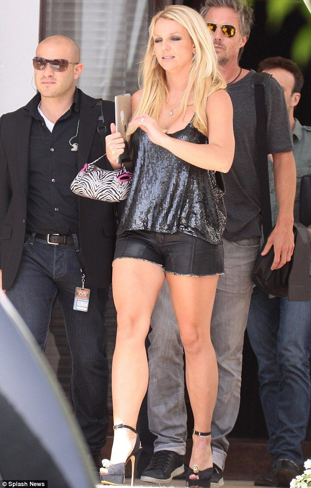 Bringing the seXy Factor! Britney Spears steps out in tiny ...