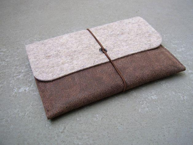 Tasche Aus 2mm Starkem Wollfilz Natur Meliert Bezogen Mit Recyceltem Leder Filz Aus 100 Wolle In Deutschland Produziert Mit R Filzen Leder Tablet Tasche