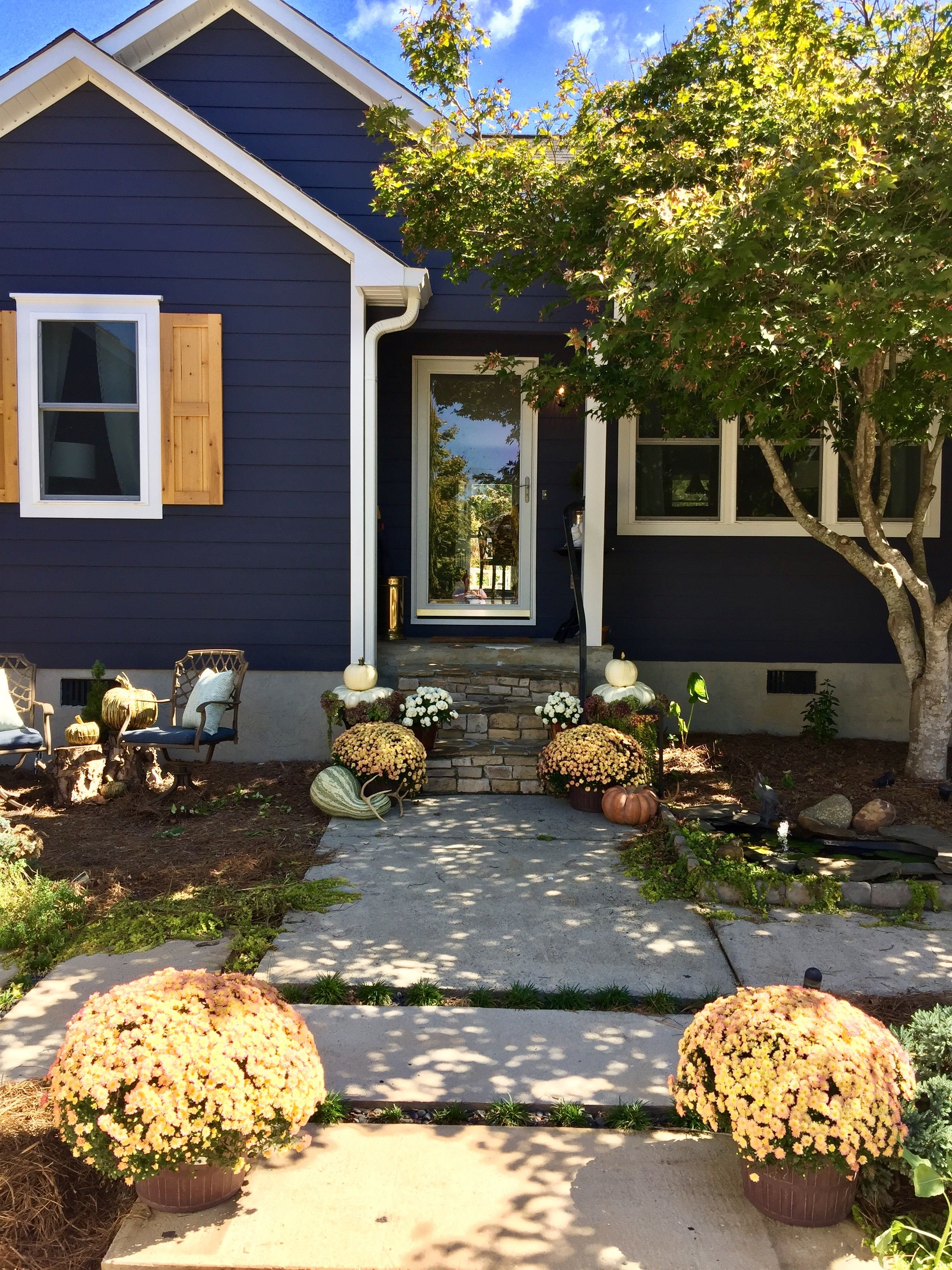 Home Ideas Exterior Homes And House Beautiful: Charcoal Blue By Sherwin Williams Exterior Is A Beautiful Navy. Fall Decor And Cedar D…